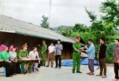 Người dân một huyện miền núi giao nộp 107 khẩu súng