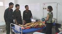 4 Cảnh sát cơ động hiến máu cứu người phụ nữ bị tai nạn giao thông