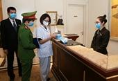 Chủ tịch Hà Nội yêu cầu đo thân nhiệt, đeo khẩu trang nơi công cộng