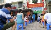 Hà Nội Người dân trở về từ Đà Nẵng xếp hàng chờ xét nghiệm nhanh COVID-19