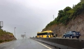 Xe khách, xe tải liên tục gặp nạn ở khu vực Đèo Ngang, 3 người bị thương