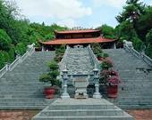 Sĩ tử dâng hương tri ân tại đền thờ Chu Văn An