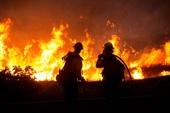 Cháy rừng kinh hoàng như bom nguyên tử bủa vây California, Mỹ