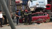 Khởi tố vụ án xe container đè bẹp ô tô khiến 3 người tử vong ở Long Biên