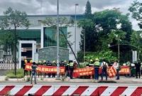 Công nhân tiếp tục phản đối nhà thầu chính tại văn phòng đại diện GS E C