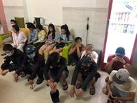 Hàng chục nam thanh nữ tú thuê nhà nghỉ để phê ma túy