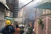 Giải cứu 8 người trong căn nhà bốc cháy ở trung tâm Sài Gòn