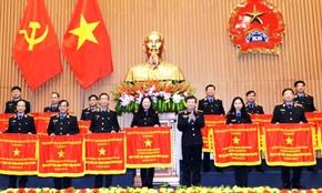 Viện trưởng tặng Bằng khen cho nhiều tập thể, cá nhân có thành tích xuất sắc