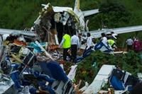 Hiện trường kinh hoàng vụ tai nạn máy bay tại miền Nam Ấn Độ