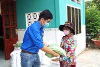 Tuổi trẻ VKSND TP Cần Thơ tặng 1 tấn gạo hỗ trợ phòng, chống COVID-19