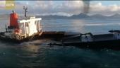 Tàu chở dầu Nhật Bản vỡ đôi trên biển Mauritius
