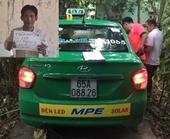 Nam hành khách siết cổ nữ taxi Mai Linh để cướp tài sản