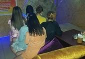 Đột kích massage vua với 4 mỹ nữ khỏa thân, kích dục cho khách