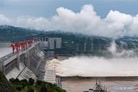 Toàn cảnh Lũ đạt mức đỉnh lịch sử ở Trung Quốc, đập Tam Hiệp mở 11 cửa xả