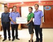 Báo Bảo vệ pháp luật trao tặng khẩu trang y tế cho các đơn vị Viện kiểm sát