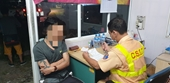 Cảnh sát test nhanh, tài xế xe ôtô bán tải thừa nhận sử dụng ma túy
