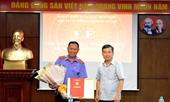 Viện trưởng Lê Minh Trí trao tặng Huy hiệu 30 năm tuổi Đảng cho Vụ trưởng Vụ 15