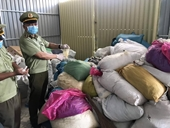 Kinh hoàng Thu 20 tấn găng tay đang sơ chế cùng hơn 1 tấn găng tay, áo chống dịch đã qua sử dụng
