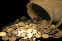 Phát hiện kho báu tiền xu thời trung cổ cực hiếm 1 000 năm tuổi