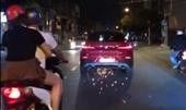 Nữ tài xế say xỉn lái BMW cuốn xe máy vào gầm, tháo chạy qua nhiều tuyến đường