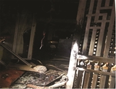 Cứu sống 5 người trong ngôi nhà đang cháy, nghi bị phóng hỏa