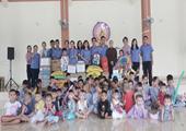 Chi đoàn VKSND tỉnh Đắk Lắk thăm, tặng quà các cháu mồ côi ở chùa Bửu Thắng