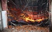 Cháy lớn giữa khuya thiêu rụi xưởng đồ gỗ xuất khẩu rộng 3 000 m2