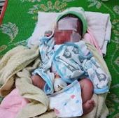 Bàng hoàng phát hiện bé gái sơ sinh bị bỏ rơi cả ngày ngoài rẫy vắng