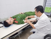 Thiếu úy Công an và Bí thư đoàn xã hiến máu cứu người