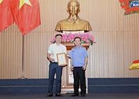Viện trưởng VKSND tối cao khen thưởng các tập thể, cá nhân có thành tích xuất sắc