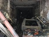 """""""Bà hỏa"""" ghé thăm, nhà 3 tầng và ô tô, xe máy bị thiêu rụi"""