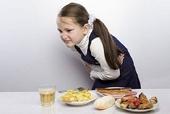 Hàng chục học sinh tiểu học nhập viện sau bữa ăn ở trường