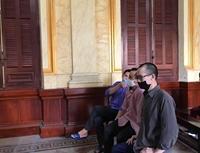 Cặp vợ chồng hờ tổ chức cho 128 người trốn đi nước ngoài lãnh án