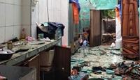 Bão chưa vào, lốc xoáy đã cuốn tốc gần 100 mái nhà dân