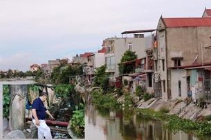 """Sông Rế """"oằn mình"""" gánh chịu nước thải sinh hoạt"""