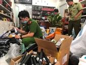 Thu giữ hàng ngàn hung khí, công cụ hỗ trợ trong cửa hàng bán túi xách