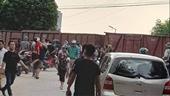 6 học sinh ở Hà Nội bị thương trong vụ tàu hỏa đâm xe đưa đón