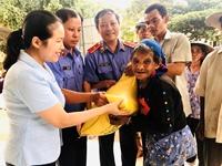 VKSND tỉnh Phú Yên trao học bổng cho học sinh giỏi vượt khó nhân dịp Tết Trung thu