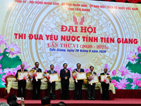 Nguyên Phó Viện trưởng VKSND tỉnh Tiền Giang đón nhận Huân chương Lao động