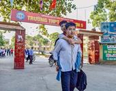 Cậu học trò 10 năm cõng bạn tới trường được miễn học phí tại ĐH Y Thái Bình