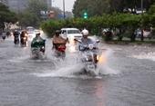 Trung Bộ mưa lớn diện rông, cảnh báo gió mạnh và sóng lớn trên biển