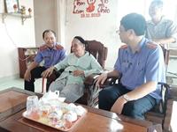 VKSND tỉnh Bà Rịa – Vũng Tàu thăm hỏi, tặng quà các mẹ Việt Nam Anh hùng
