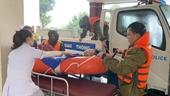 Công an vượt đỉnh lũ đưa bệnh nhân đi cấp cứu kịp thời