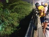 Hai thanh niên nằm chết bất thường dưới cống nước