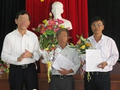 Miễn nhiệm Phó Chủ tịch huyện khai thêm bằng đại học để lên chức