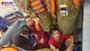 Trên đường đi cứu trợ, Công an Quảng Bình cứu sống 4 người dân bị lật thuyền