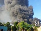 Cháy lớn bao trùm khu nhà xưởng 1 500m2 tại Bình Dương