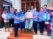 Màu áo thiên thanh tỉnh Quảng Trị tiếp tục về với người dân vùng lũ lụt
