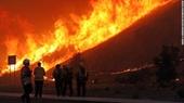 Cháy rừng kinh hoàng ở Nam California, Mỹ, gần 70 000 người phải sơ tán khẩn cấp