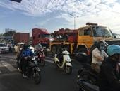 Nằm sửa xe dưới gầm, tài xế xe tải bị container tông tử vong